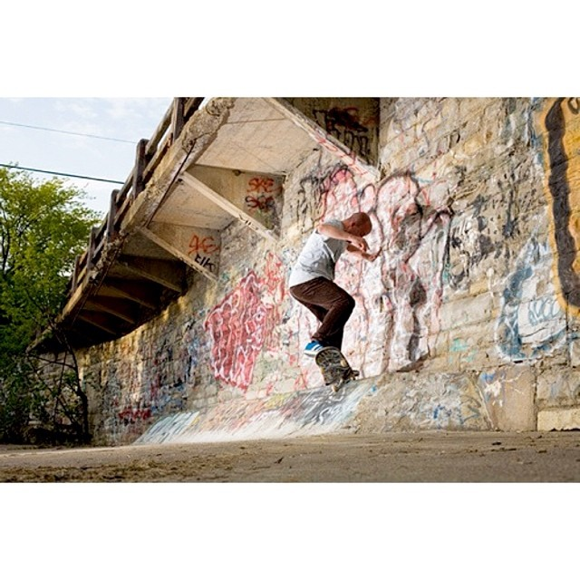 @awaywardpiz frontside crooked grind to fakie - pimp style. 🍹 #wiskate